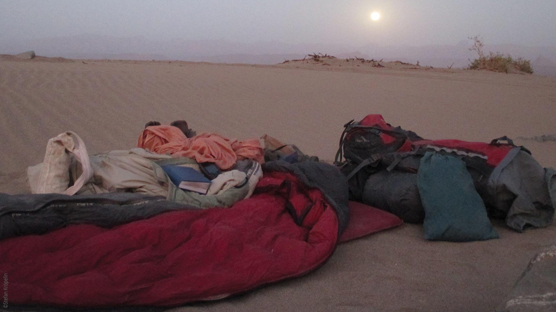 Expedition in die Wüste, Schlafsack, Dämmerung, Explore Chad