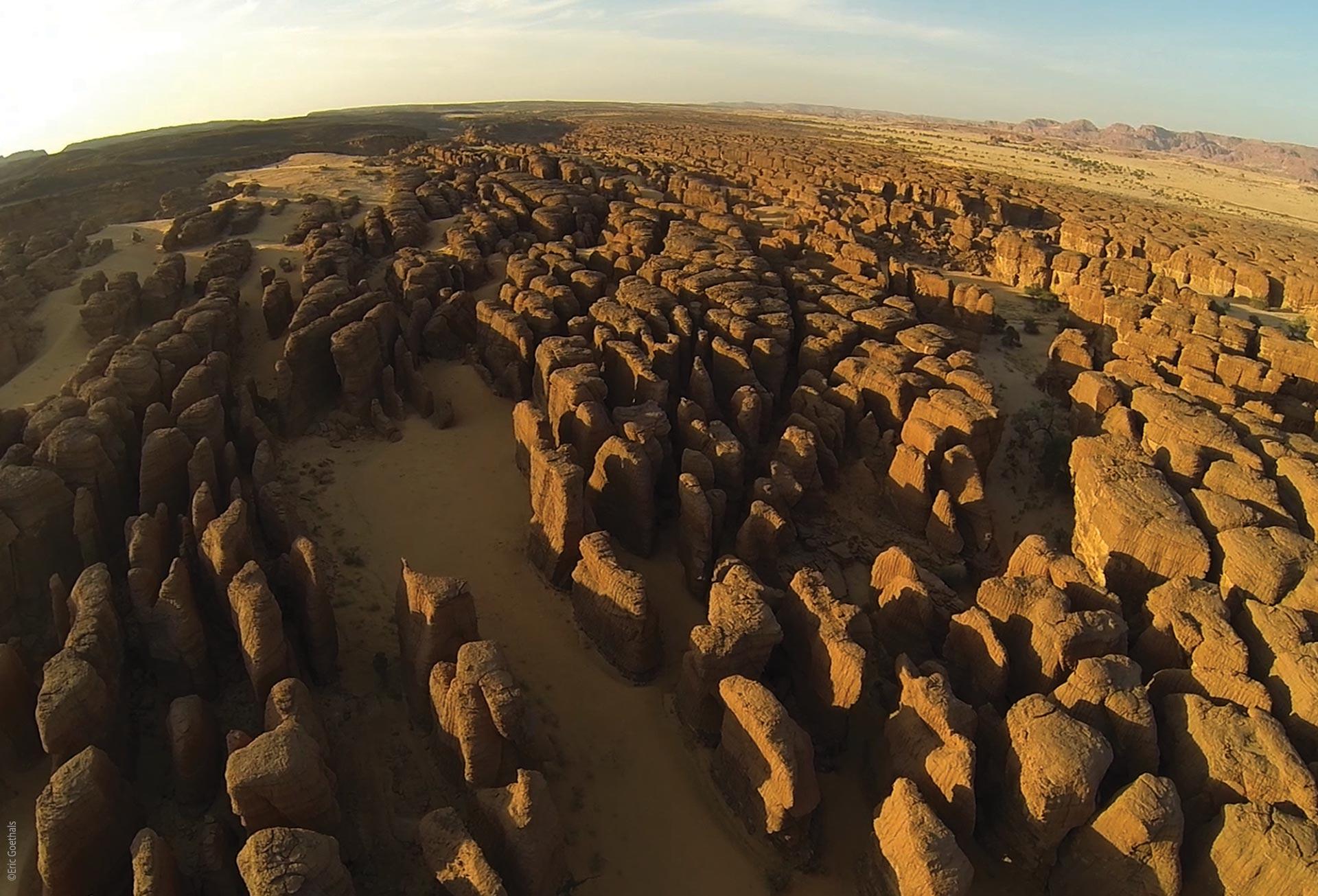 Das Ennedi Massiv, Felslabyrinthe aus der Luft, Explore Chad