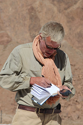 Expedition to Ounianga, Stefan Kröpelin writing his diary, Explore Chad