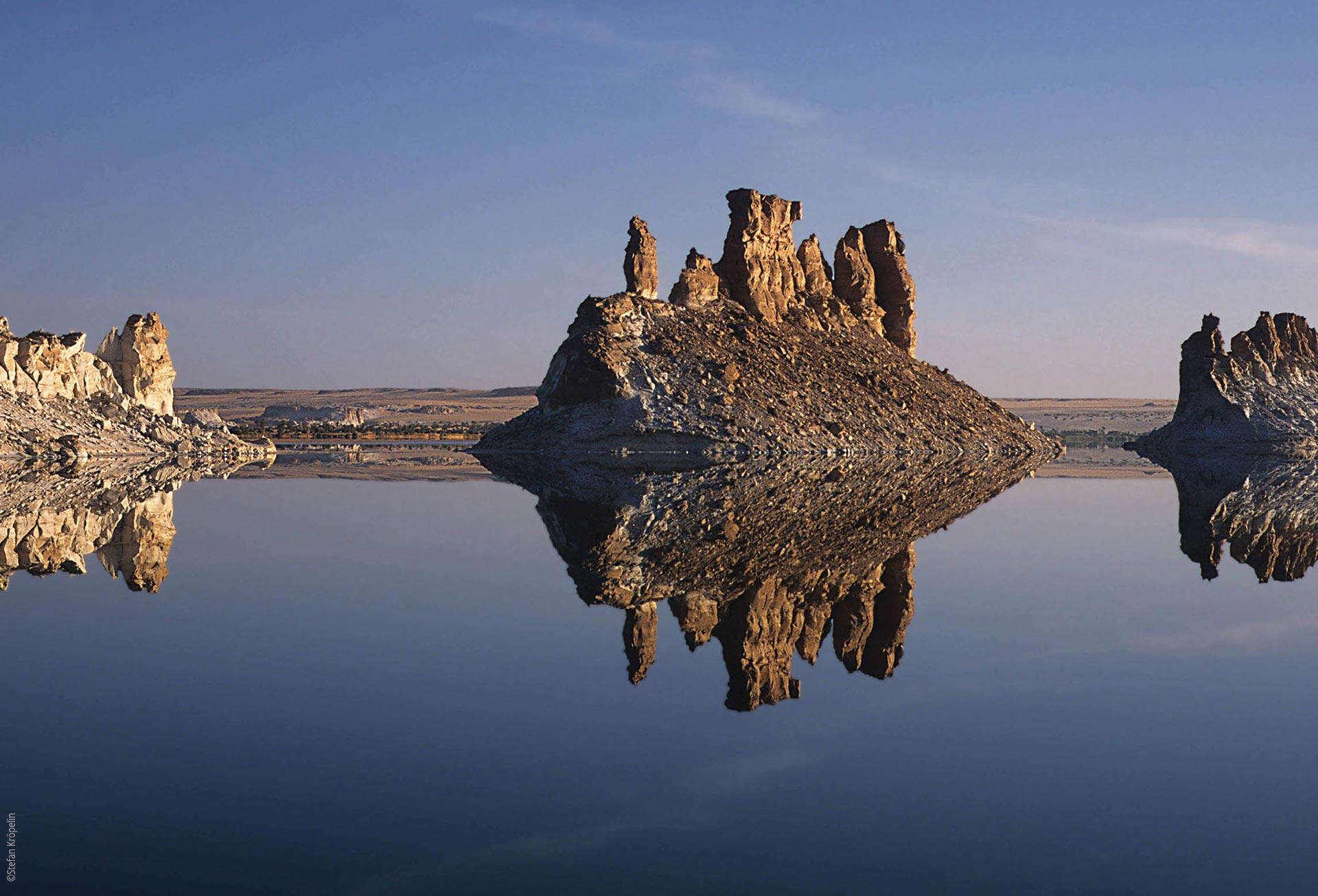 Die Seen von Ounianga, Ounianga Serir, Lac Teli, Felsen im Wasser, Explore Chad