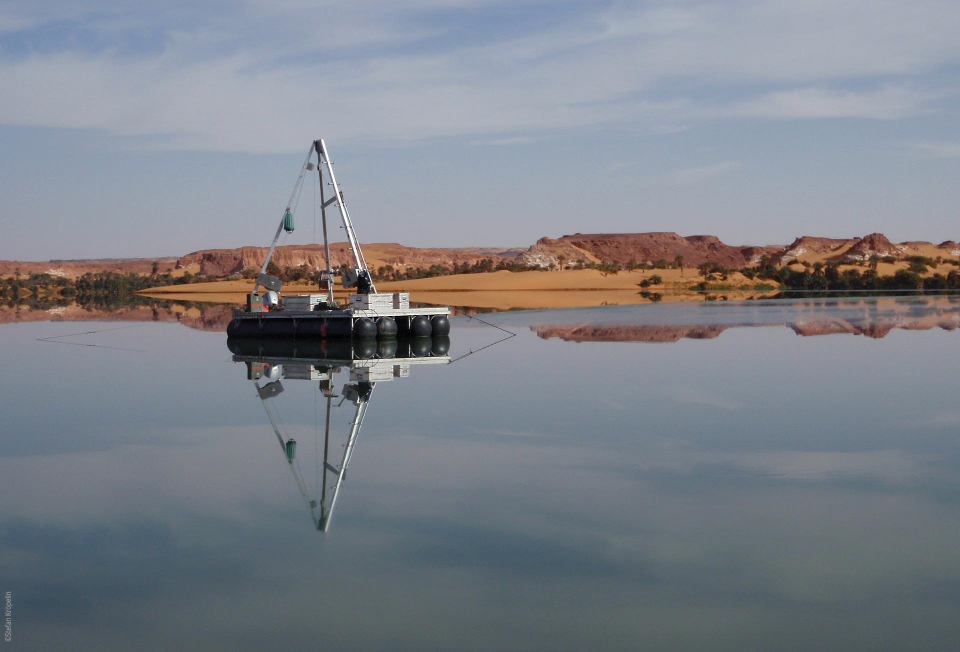 Die Seen von Ounianga, Bohrplattform auf dem Lac Yoa, Explore Chad