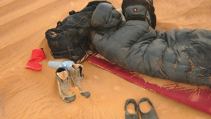 Expedition nach Ounianga, Eingesandeter Schlafsack, Explore Chad