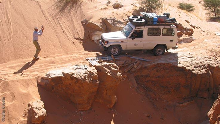 Expedition nach Ounianga, Fahrt durch unwegsames Gelände, Explore Chad