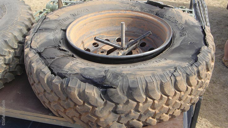Expedition to Ounianga, burst tyre, Explore Chad