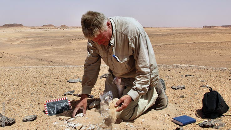 Expedition to Ounianga, Stefan Kröpelin inspecting archaeological sites, Explore Chad